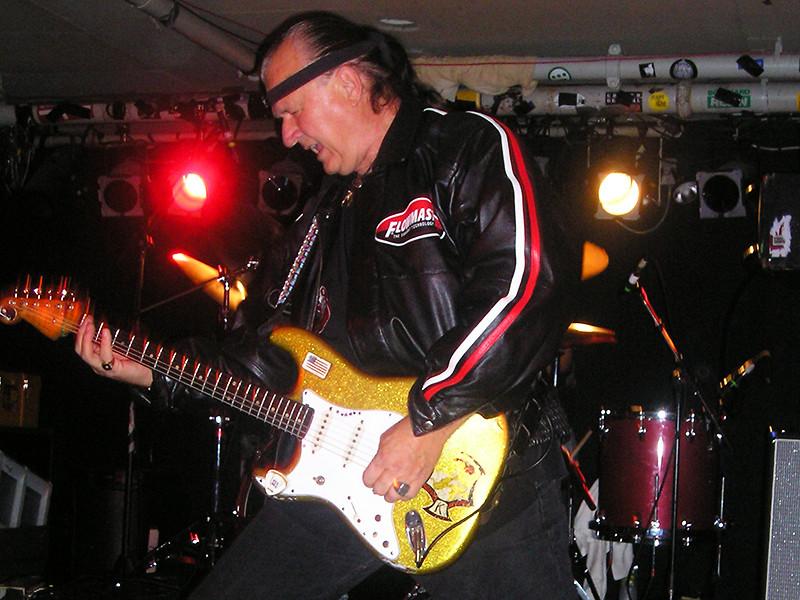 В США на 82-м году жизни умер гитарист и рок-музыкант Дик Дейл, один из основателей направления серф-рок