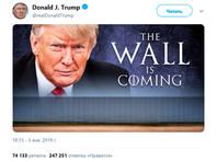 """Ранее, в январе, говоря о планах строительства барьера на границе США и Мексики, он написал: """"Стена близко"""". Это напоминает выражение """"зима близко"""", которое часто звучит в сериале"""