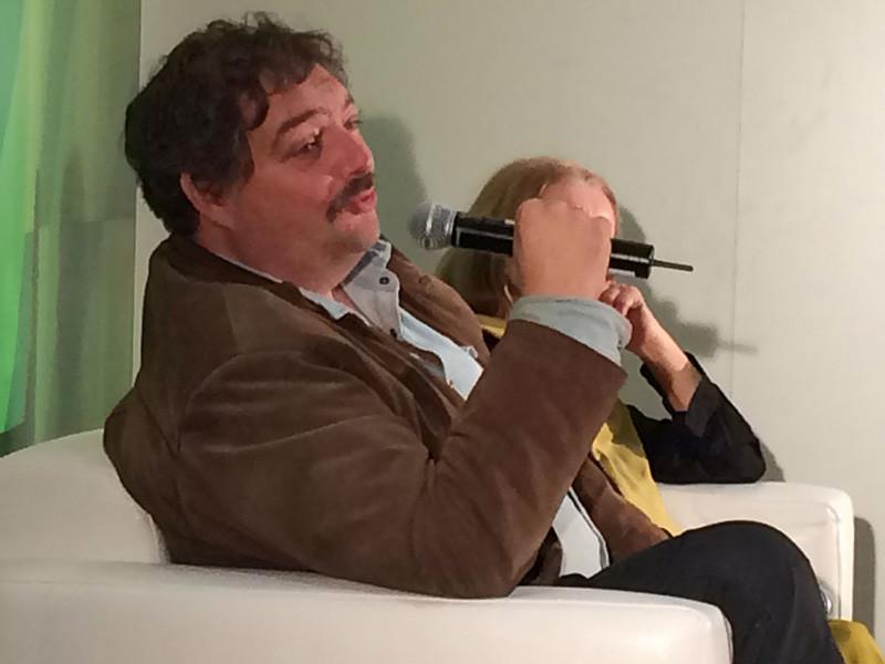 Писатель Дмитрий Быков, находящийся в медикаментозном сне, доставлен в московскую клинику из Уфы