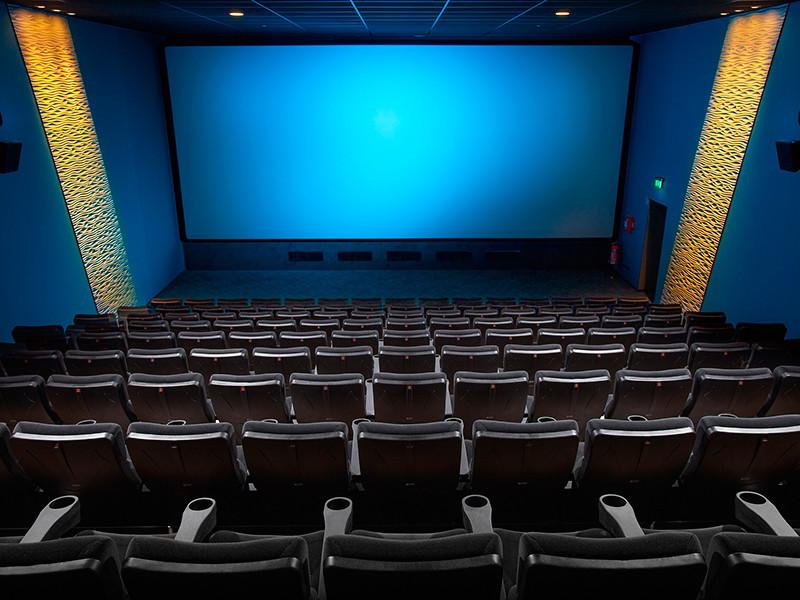 """Пока новые """"Мстители"""" бьют рекорды в мировом прокате, обделенные россияне устроили кинотеатрам худший уикенд"""
