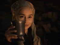 """Создатели """"Игры престолов"""" извинились за стаканчик кофе в кадре: Дейенерис заказывала чай"""