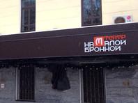 Назначение Богомолова объясняется тем, что Голомазов, руководивший Театром на Малой Бронной с 2007 года, уехал в Латвию