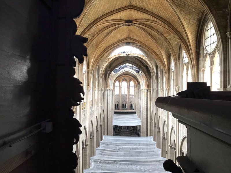 Работы в соборе Парижской Богоматери временно приостановлены