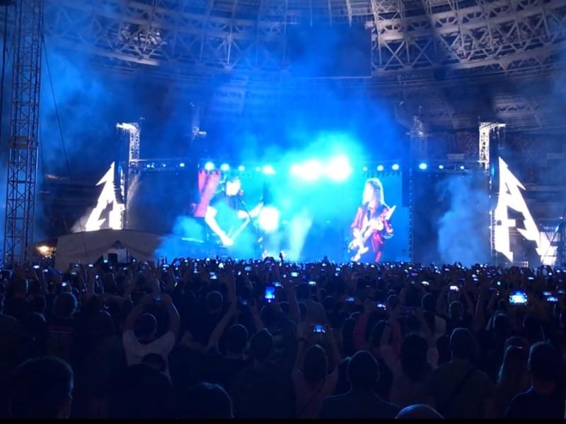 """Metallica на концерте в """"Лужниках"""" на русском спела песню Цоя """"Группа крови"""" (ВИДЕО)"""