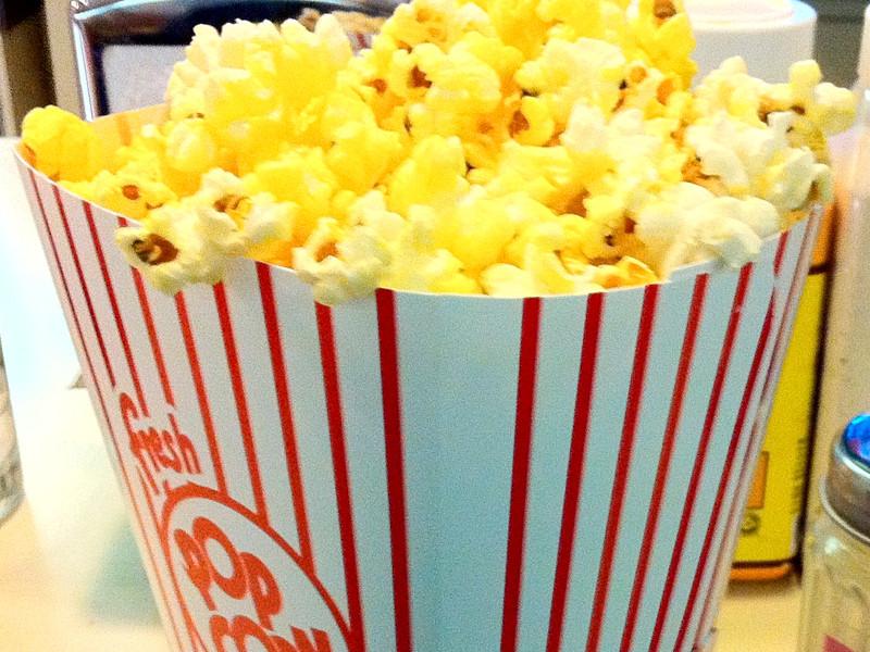 Российские киносети предлагают запретить зрителям проносить на сеанс еду и напитки, приобретенные не в кинотеатре