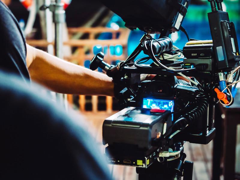 Производство кино и сериалов в России в условиях коронавируса встало на паузу. Производители просят помощи правительства