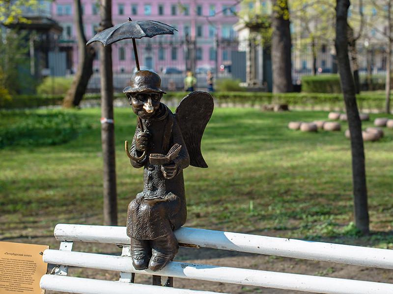 """От коронавируса умер скульптор Роман Шустров, создавший """"петербургского ангела"""""""