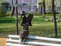 """Роман Шустров известен в первую очередь как автор мини-скульптуры """"Петербургский ангел"""", которая находится в Измайловском саду Молодежного театра на набережной Фонтанки"""