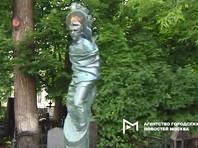 Памятник на могиле артиста Владимира Высоцкого на Ваганьковском кладбище подвергся изменениям