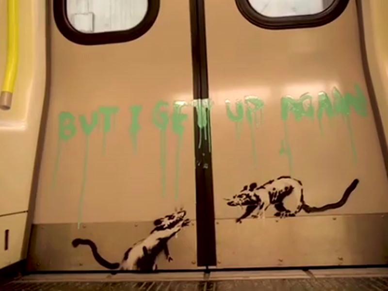 """Бэнкси в защитном костюме разрисовал вагоны подземки """"коронавирусными"""" крысами (ВИДЕО). В метро оценили, но граффити стерли"""