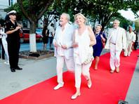 Председатель жюри международного конкурса документальных фильмов режиссер Владимир Хотиненко с супругой