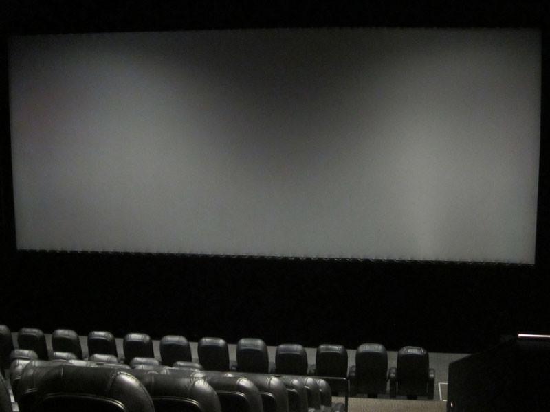 Театрам и кинотеатрам предписано сократить продажи билетов до середины января