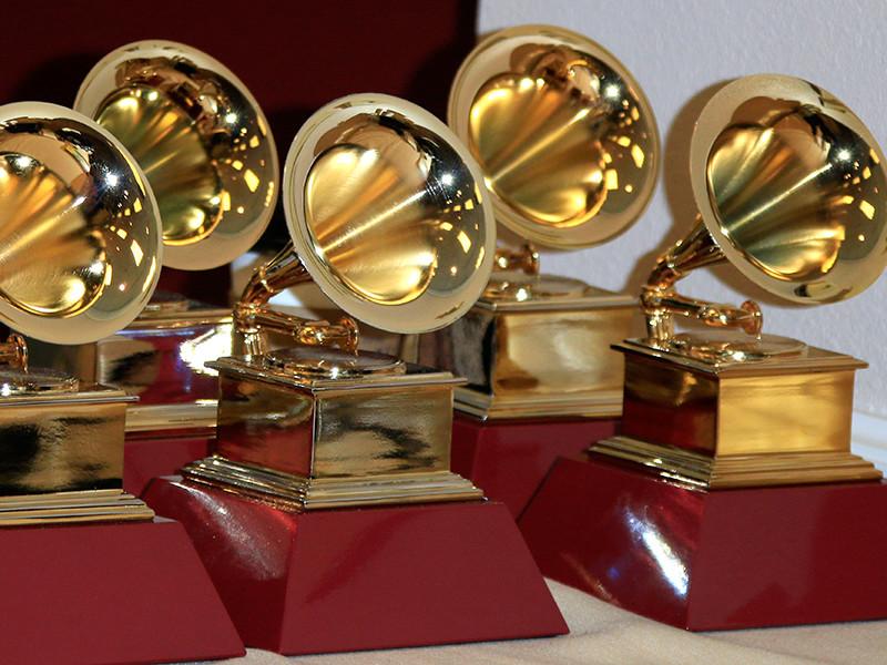 """В Лос-Анджелесе, Нью-Йорке и Нэшвилле прошла онлайн-церемония вручения премий Национальной академии искусства и техники грамзаписи США """"Грэмми"""""""