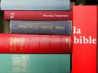 """Библию """"перевели"""" на язык """"смайликов"""""""