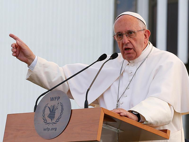 Папа римский раскритиковал ситуацию с оборотом оружия в мире после трагедии в гей-клубе Орландо