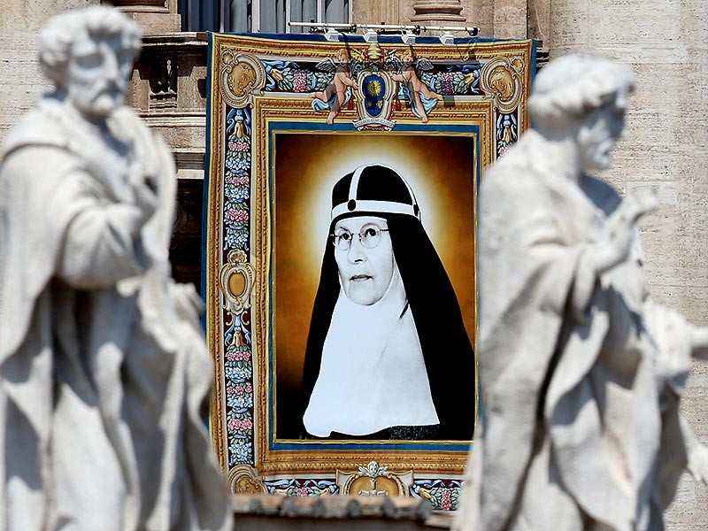 Елизавета Хессельблад (1870-1957)- во время Второй мировой войны Хессельблад прятала в одном из монастырей в Риме еврейские семьи и обустроила там даже временную синагогу для них