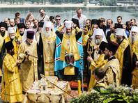 В молебне, организованном Киевским патриархатом, принимают участие около трех тысяч человек