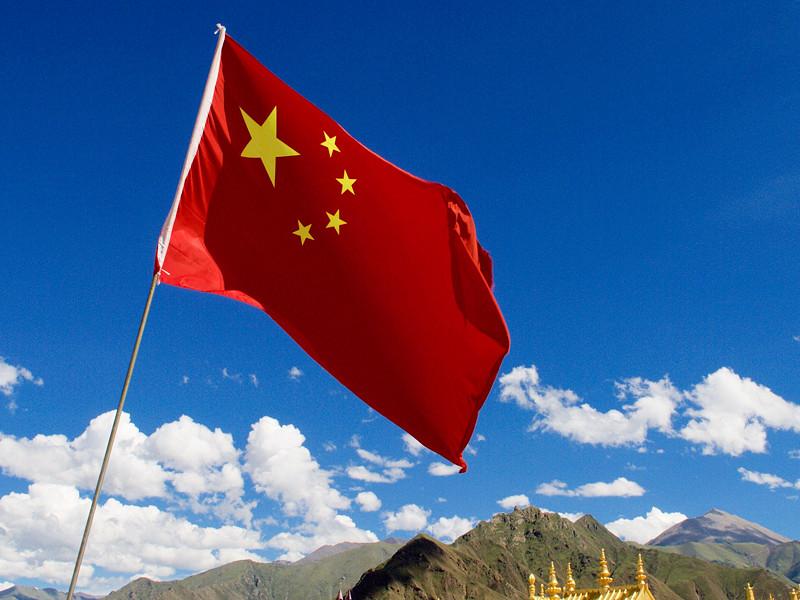 Китай отверг обвинения в сносе буддийского центра в Тибете