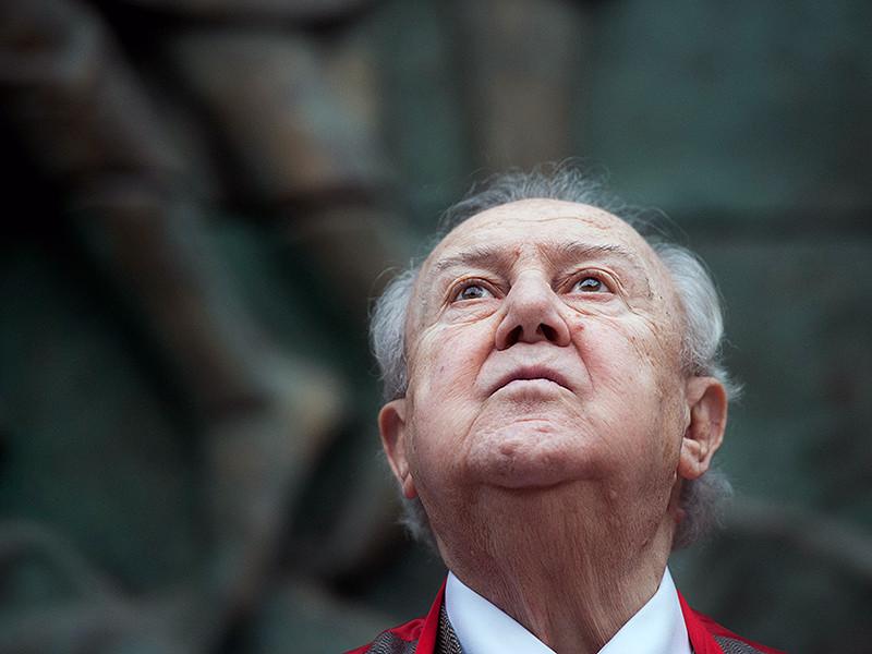 Зураб Церетели предложил властям Северной столицы установить в городе памятник Христу высотой около 80 метров (33 метра - статуя и 47 - пьедестал)