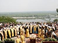 Крестный ход в Киеве завершился торжественным молебном