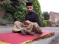 """Молодой мусульманин из Берлина рассказал о Рамадане, катаясь на """"ковре-самолете"""" (ВИДЕО)"""