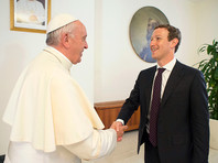 Цукерберг побывал на аудиенции у Папы Римского и подарил понтифику копию беспилотника на солнечных батареях