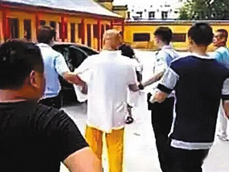В Китае подозреваемый в тройном убийстве, скрывавшийся 16 лет от полиции, нашел убежище в буддийском монастыре и в конце концов стал его настоятелем