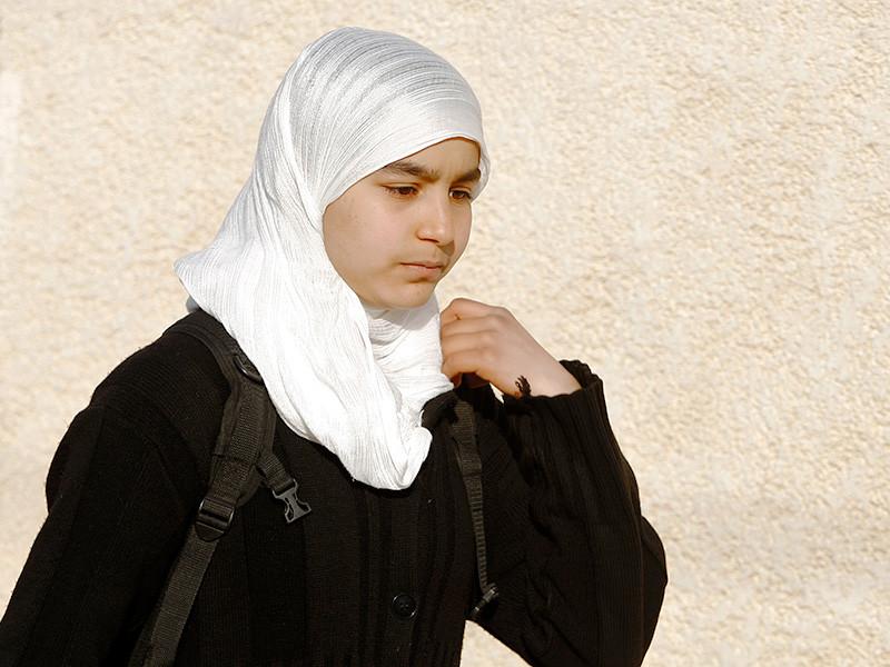 Адвокат сообщил об учете девочек в хиджабах в одной из махачкалинских школ
