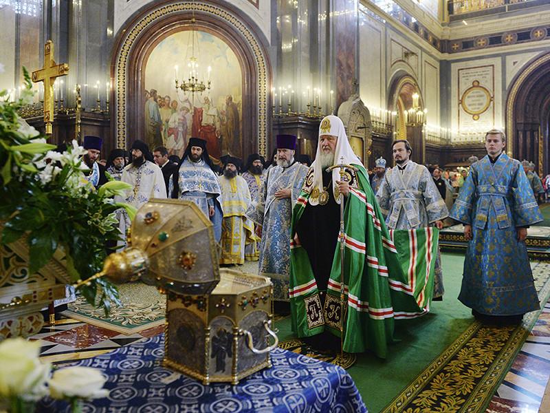 Патриарх Московский и всея Руси Кирилл запретил наместникам и настоятелям монастырей использовать ювелирные украшения для отделки жезлов, превращая их в патриаршие, и призвал заказать взамен простые деревянные посохи