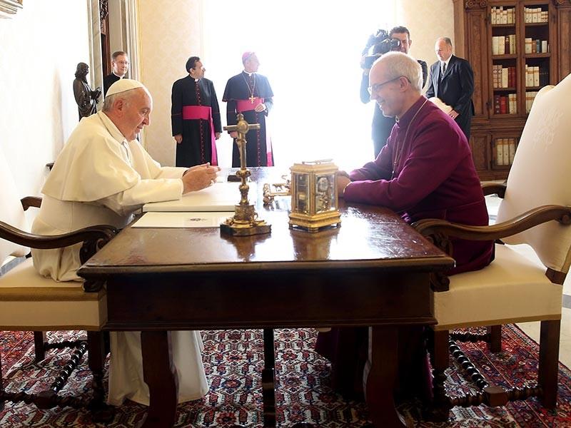 Папа Франциск и архиепископ Уэлби объявили, что окончательному сближению их церквей мешают вопросы сексуальности