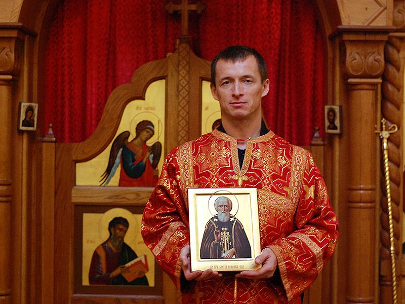 В октябре-декабре 2014 года Сергей Рыжиков служил псаломщиком в храме святого равноапостольного великого князя Владимира, который находится в американском городе Хьюстон