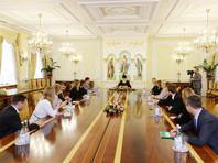 Сам Кирилл тем временем встретился в Патриаршей и Синодальной резиденции в Даниловом монастыре с журналистами российских информагентсв и ряда периодических изданий, регулярно освещающих его деятельность