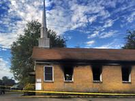 """В США неизвестные сожгли церковь, написав на ней """"Голосуй за Трампа"""""""