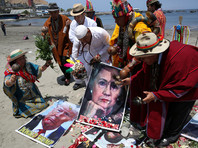 Перуанские шаманы устроили ритуал с портретами Клинтон и Трампа для предсказания итога выборов в США