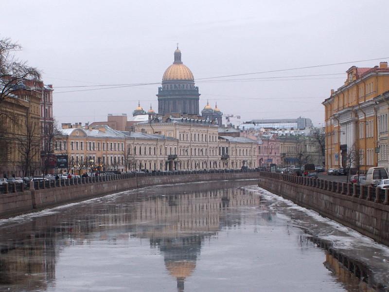 В Русской православной церкви прокомментировали решение властей Санкт-Петербурга передать церкви Исаакиевский собор и последовавшую неоднозначную реакцию общественности