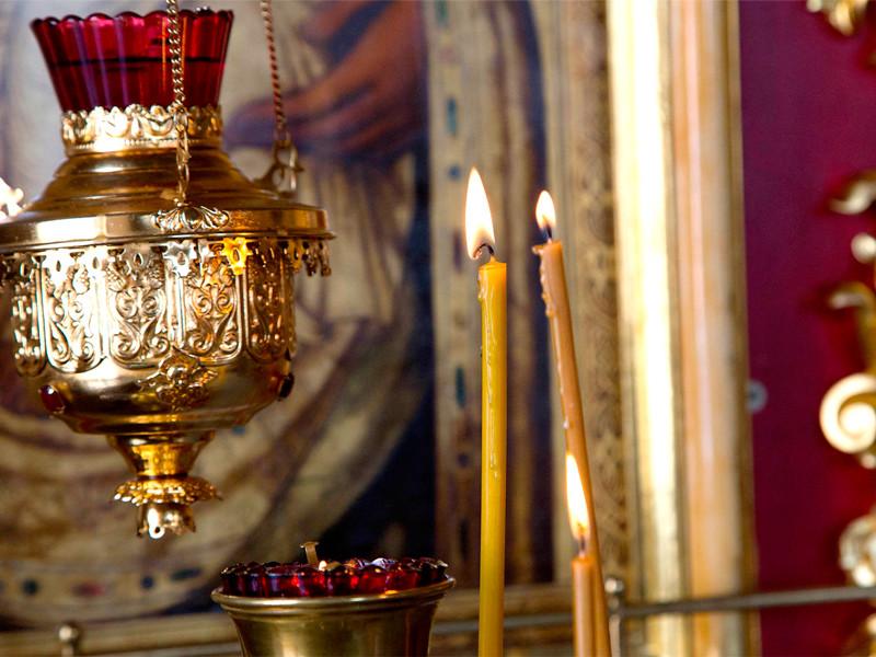 В Белгороде завели уголовное дело за прикуривание сигареты от свечи в церкви