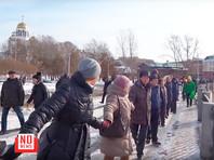 """""""Обними пруд"""": екатеринбуржцы провели акцию против строительства храма на воде"""