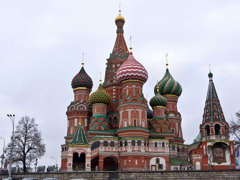 Русская православная церковь пока не будет добиваться передачи ей собора Василия Блаженного на Красной площади в Москве, находящегося в ведении Государственного исторического музея