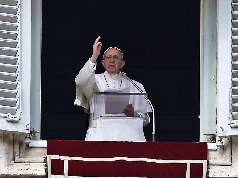 Папа Римский призвал верующих пользоваться Библией также часто, как мобильными телефонами