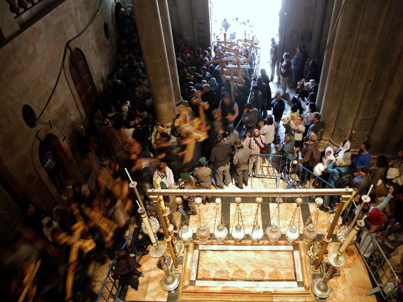 Христиане ожидают сошествия Благодатного огня в Иерусалиме