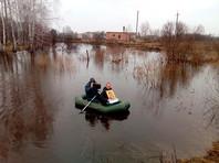В Больших Уках провели крестный ход на воде против грызунов (ФОТО)