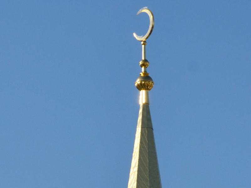 С наступлением священного для приверженцев ислама месяца Рамадан верующим мусульманам приходится воздерживаться от пищи и питья около 19 часов в сутки