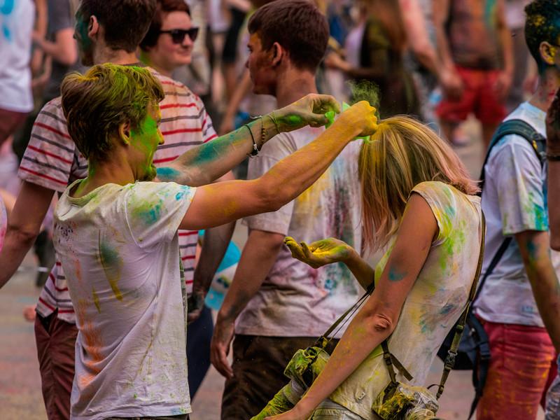 Прокуратура и власти Челябинска не стали запрещать фестиваль красок, вызывающий негодование местной епархии РПЦ