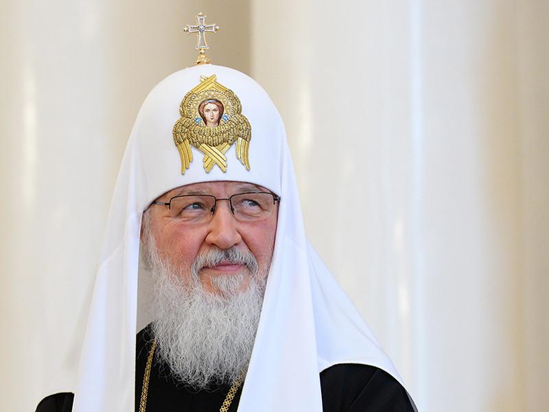 """По словам патриарха Кирилла, люди, особенно сегодня, живя в информационном обществе, """"массово, сознавая себя внешне свободными, становятся рабами идей, политических концепций, принятых точек зрения"""""""
