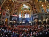 В первый день, по разным данным, к святыне успели приложиться от 20 до 25 тысяч верующих, при этом они потратили от двух до четырех часов на ожидание в очереди