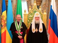 Патриарх Кирилл в благодарность за принесение мощей Николая Чудотворца передал Папе Франциску старинный образ святителя