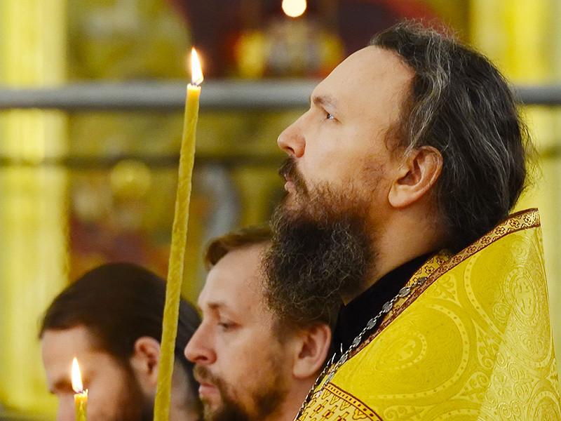 Бывший вице-мэр Южно-Сахалинска Алексей Лескин, который был арестован весной 2015 года по подозрению во взяточничестве, а затем отпущен под домашний арест, стал пономарем в соборе Рождества Христова в сахалинской столице