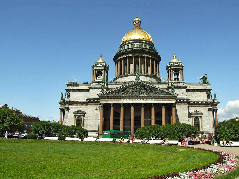 Петербургская епархия попросила увеличить число богослужений в Исаакиевском соборе