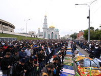 Более ста тысяч мусульман отметили Ураза-Байрам на улицах и в мечетях Москвы