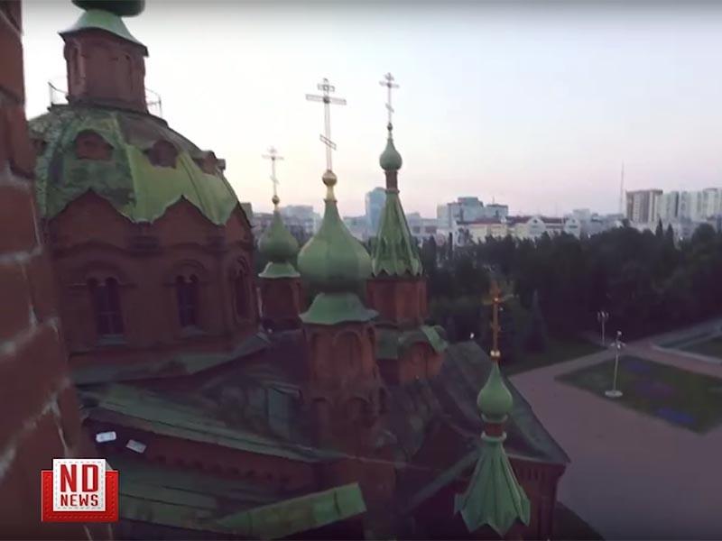 Полиция проводит проверку по факту проникновения юных паркурщиков на крышу храма в Челябинске. Полицейские намерены установить личности подростков, которые ранее сами выложили в соцсети видеозапись своих приключений, спровоцировав тем самым ее распространение в СМИ